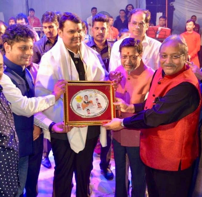 Chief Minister visits navratri utsav at mumbai